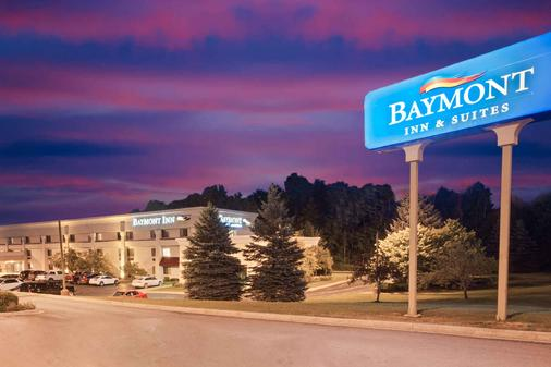 Baymont Inn and Suites Traverse City - Traverse City - Outdoor view