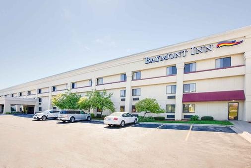 Baymont Inn and Suites Traverse City - Traverse City - Building