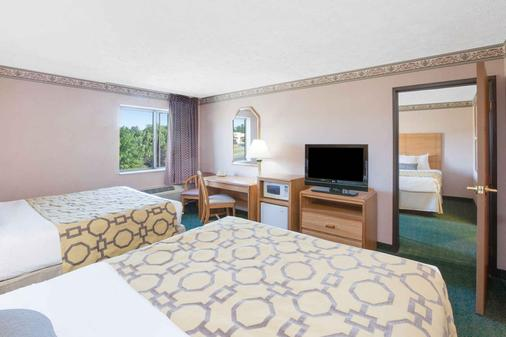 Baymont Inn and Suites Traverse City - Traverse City - Bedroom