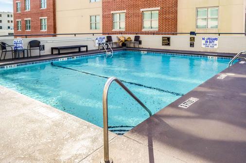 Comfort Inn Downtown Charleston - Charleston - Pool