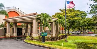 Quality Suites Fort Myers - I-75 - Fort Myers - Building