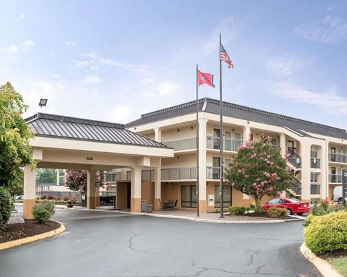 Quality Inn Merchants Drive - Knoxville - Building