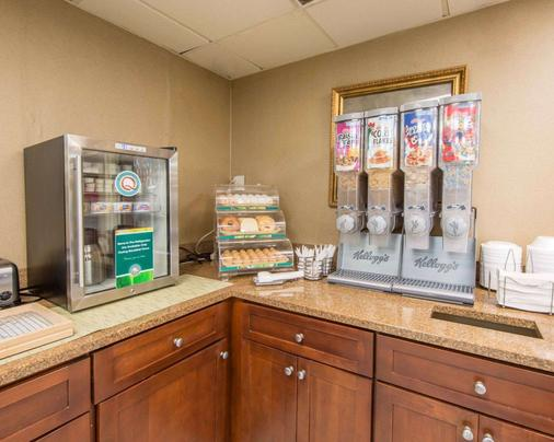 Quality Inn Merchants Drive - Knoxville - Kitchen