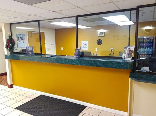 Americas Best Value Inn Evansville - Evansville - Front desk