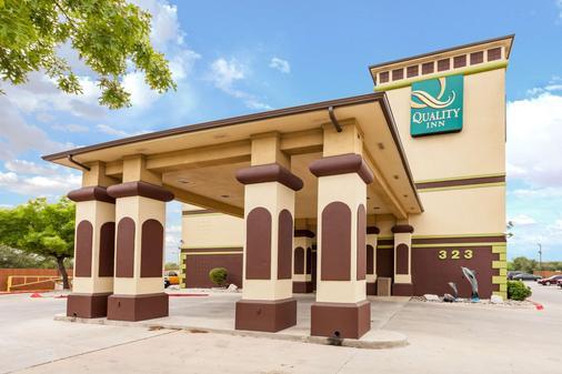 Quality Inn near SeaWorld - Lackland - San Antonio - Building