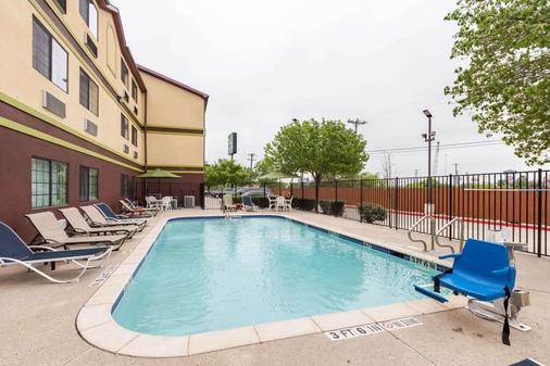 Quality Inn near SeaWorld - Lackland - San Antonio - Pool
