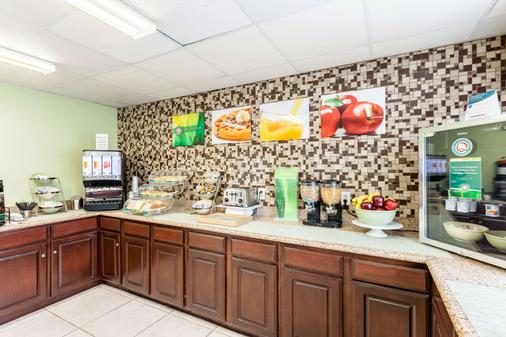 Quality Inn near SeaWorld - Lackland - San Antonio - Kitchen