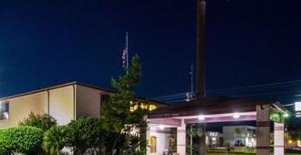 Quality Inn University near Downtown - San Marcos - Building