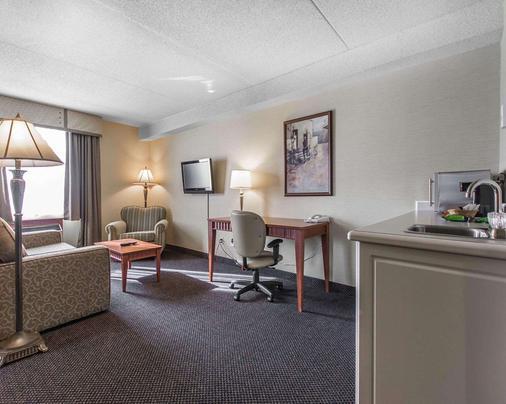 Quality Inn & Suites Bay Front - Sault Ste Marie - Living room