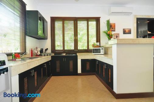 The Zen Villas - Denpasar - Kitchen