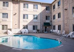 Sleep Inn & Suites at Concord Mills - Concord - Pool