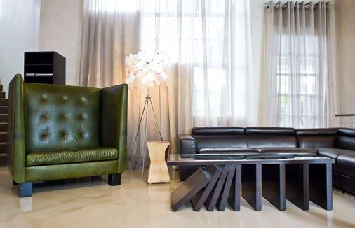 Hotel Current - Long Beach - Living room