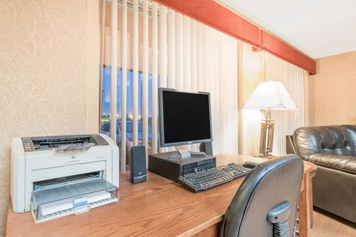 Days Inn by Wyndham Duluth/By Miller Hill Mall - Duluth - Business centre