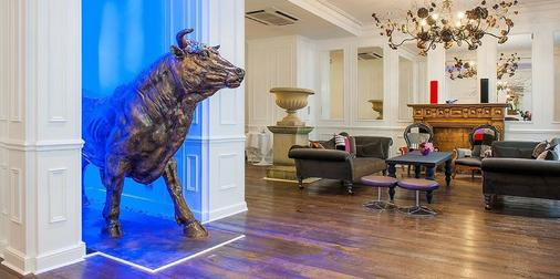 The Exhibitionist Hotel - London - Front desk