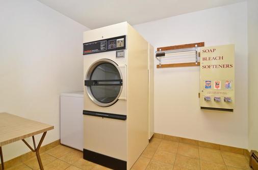 Best Western Plus Silver Saddle Inn - Estes Park - Laundry facility