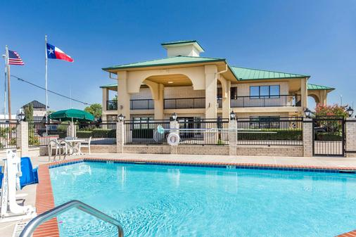 Quality Inn Abilene - Abilene - Pool