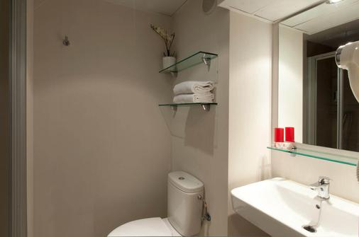 Vertice Roomspace Madrid - Madrid - Bathroom