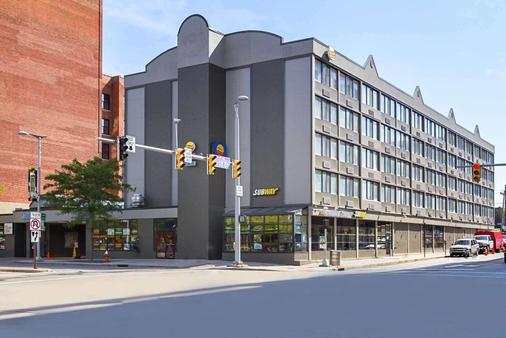 Comfort Inn Downtown - Cleveland - Building