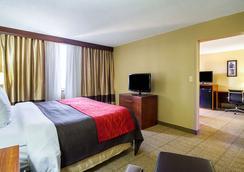 Comfort Inn Downtown - Cleveland - Bedroom