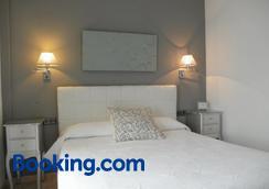 Hostal Abril - Nerja - Bedroom