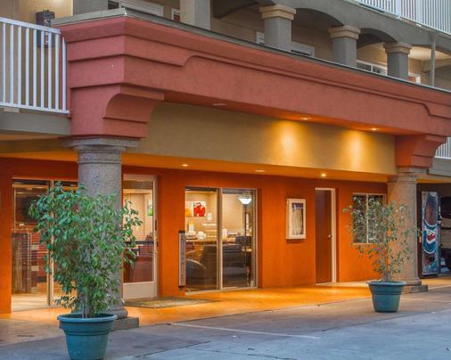 Quality Inn Sacramento Convention Center - Sacramento - Building