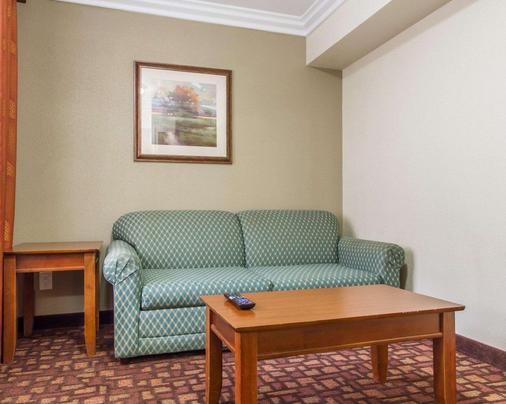 Quality Inn Sacramento Convention Center - Sacramento - Living room