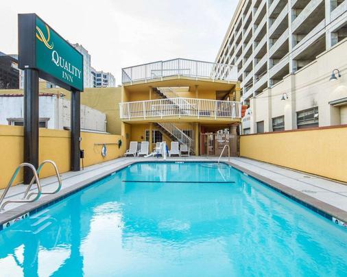 Quality Inn Sacramento Convention Center - Sacramento - Pool