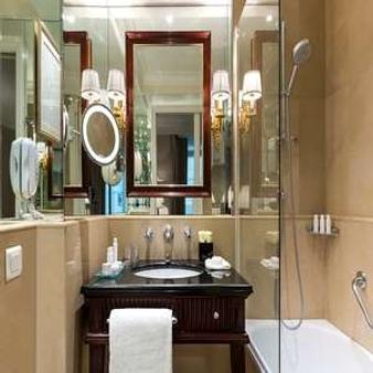 Hôtel Francois 1er - Paris - Bathroom