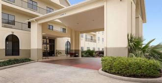 Comfort Suites Bush Intercontinental Airport - Houston - Building