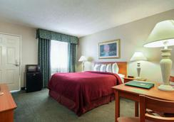 Quality Inn Airport East - El Paso - Bedroom