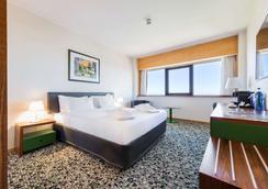 Ramada by Wyndham Lisbon - Lisbon - Bedroom