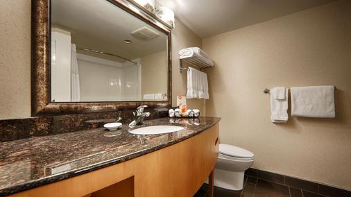 Best Western Plus Kelowna Hotel & Suites - Kelowna - Bathroom