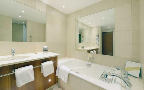 Canary Riverside Plaza Hotel - London - Bathroom
