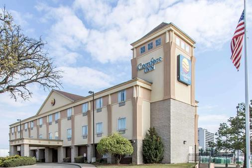 Comfort Inn at Founders Tower - Oklahoma City - Building