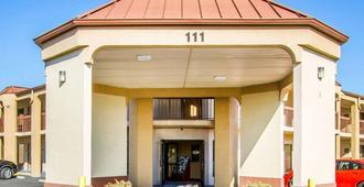 Rodeway Inn & Suites - Clarksville - Building