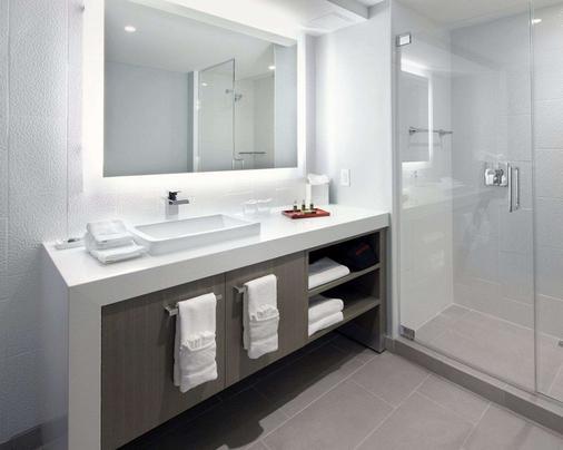 Cambria Hotel DC Convention Center - Washington - Bathroom