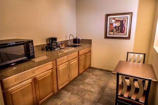 Best Western Plus Arroyo Roble Hotel & Creekside Villas - Sedona - Kitchen