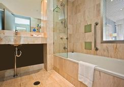 Mantra on View Hotel - Surfers Paradise - Bathroom