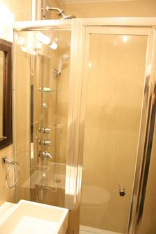 Cromwell International Hotel - London - Bathroom