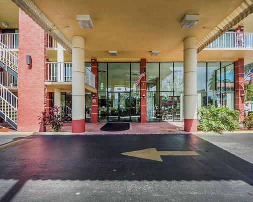 Quality Inn & Suites at Tropicana Field - Saint Petersburg - Outdoor view