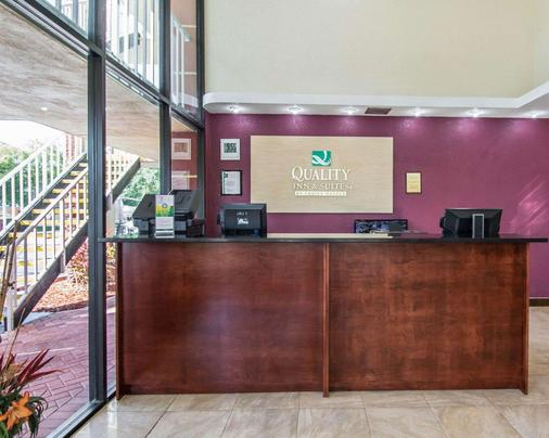 Quality Inn & Suites at Tropicana Field - Saint Petersburg - Front desk
