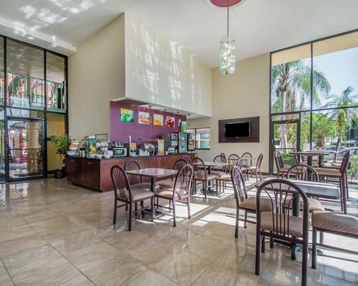 Quality Inn & Suites at Tropicana Field - Saint Petersburg - Restaurant