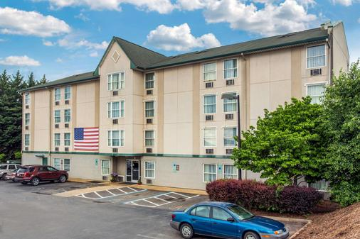 Rodeway Inn & Suites near outlet mall - Asheville - Asheville - Building