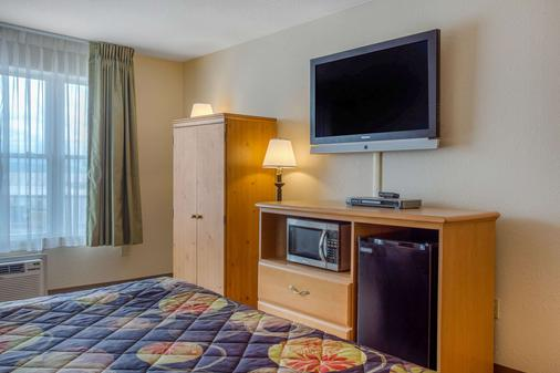 Rodeway Inn & Suites near outlet mall - Asheville - Asheville - Bedroom