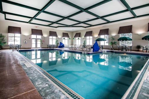 Comfort Suites - Madison - Pool