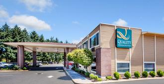 Quality Inn and Suites Vancouver north - Vancouver - Building