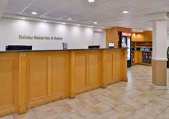 Best Western Plus Holiday Sands Inn & Suites - Norfolk - Lobby