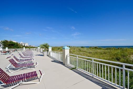 Best Western Plus Holiday Sands Inn & Suites - Norfolk - Balcony