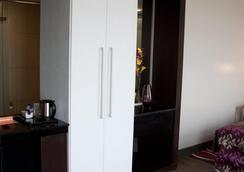 Eka Hotel Nairobi - Nairobi - Bedroom