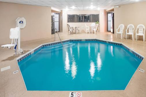 Days Inn Chattanooga Lookout Mountain West - Chattanooga - Pool